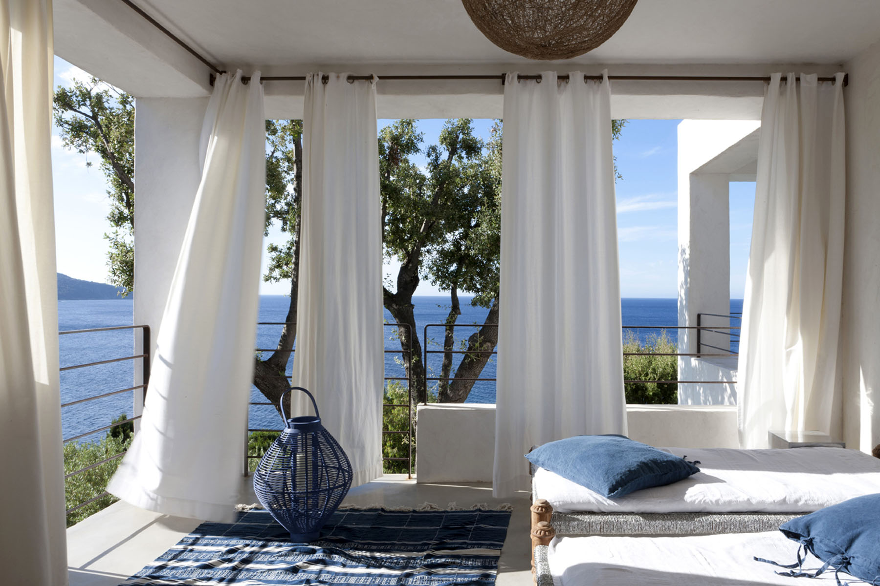 2-Florence_Watine_Architecte_Designer_Decoratrice_Decoration_Paris_France_St_Tropez_Maison_Villa_Mediterranee_Design